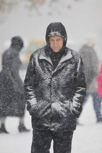 Yozgat, Kayseri, Nevşehir Ve Kırşehir Güne Kar Yağışıyla Başladı