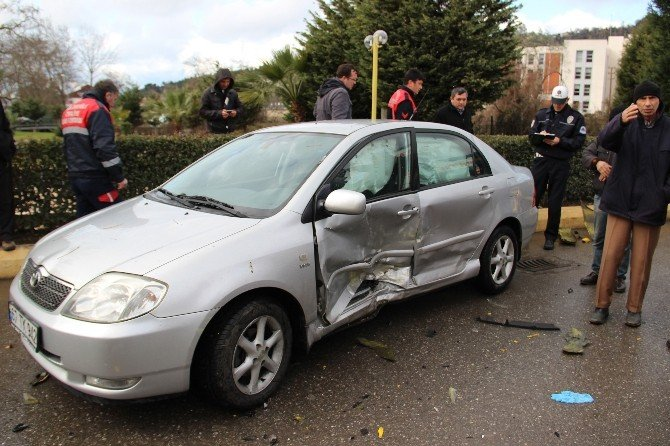 Yaralı Sürücü Otomobilden Sedye İle Çıkarılabildi