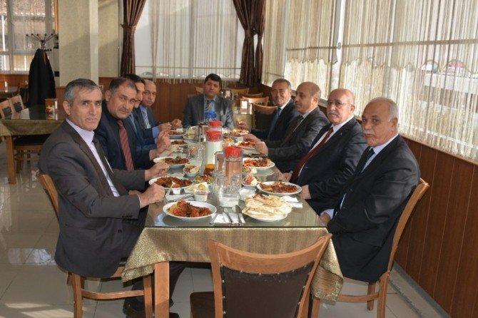 Maarif Müfettişlerinden Bozkurt'a Veda Yemeği
