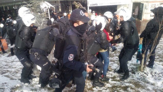 Kocaeli Üniversitesi'nde Roboski yürüyüşüne müdahale: 30 gözaltı