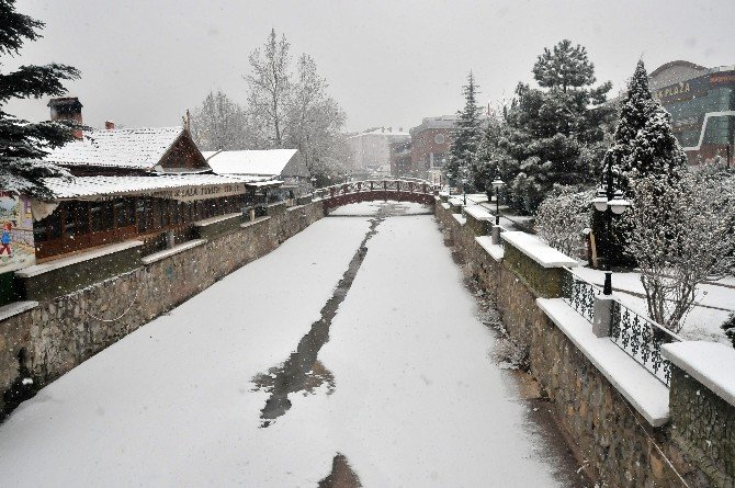 Akşehir'e Yılın İlk Karı Yağdı