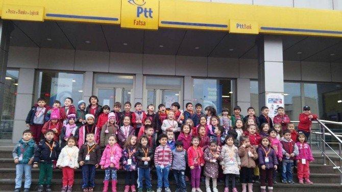Minik Öğrencilerden Ailelerine Yılbaşı Kartı