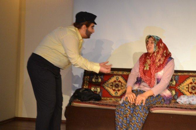 İşitme Engellilerin Çığlığı Tiyatro Sahnesine Taşındı