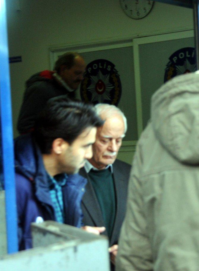 Manisa'da biri 80 yaşında dört esnaf gözaltına alındı