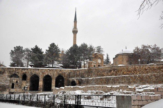 Nevşehir'de Akşam Sis Sabah Kar Yağışı Etkili Oldu