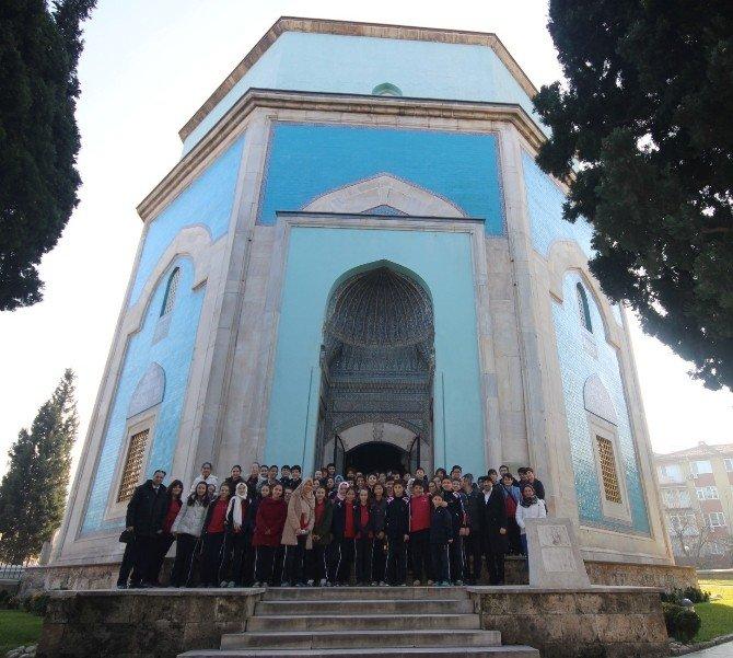 Tarih Dersini Osman Gazi'nin Huzurunda Yaptılar