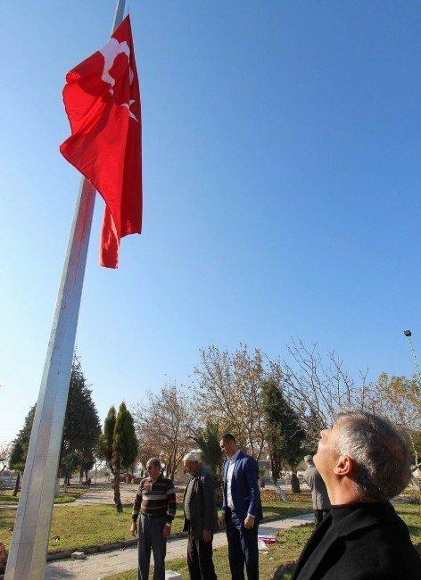 Saruhanlı'da Dev Türk Bayrağı Göndere Çekildi