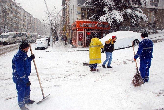 Tokat'ta Buzlanan Yollarda Vatandaşların Zor Anları