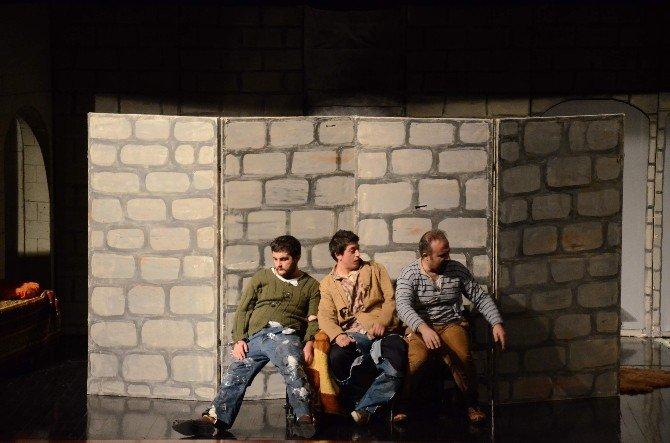 "Tügva'dan ""Ziyafet Sofrası"" Tiyatro Gösterisi"