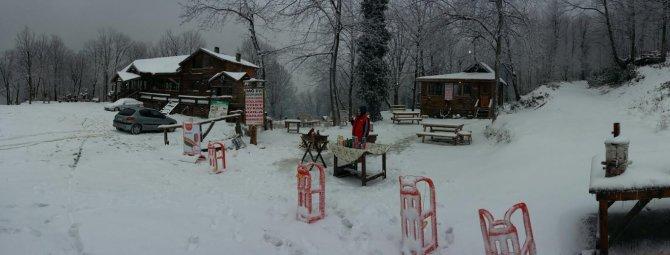 Kartepe'de kar kalınlığı 30 santimetreye ulaştı