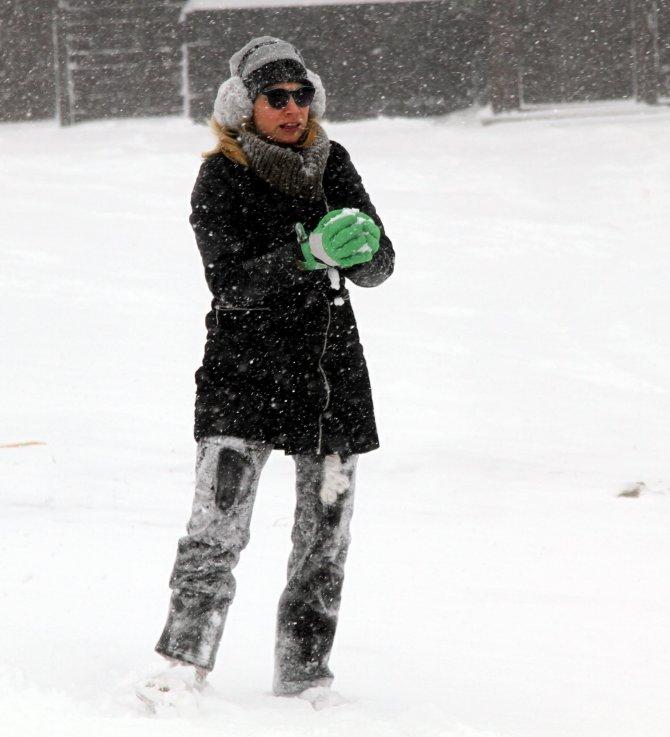 Uludağ'da kar başladı, işletmecilerin yüzü güldü