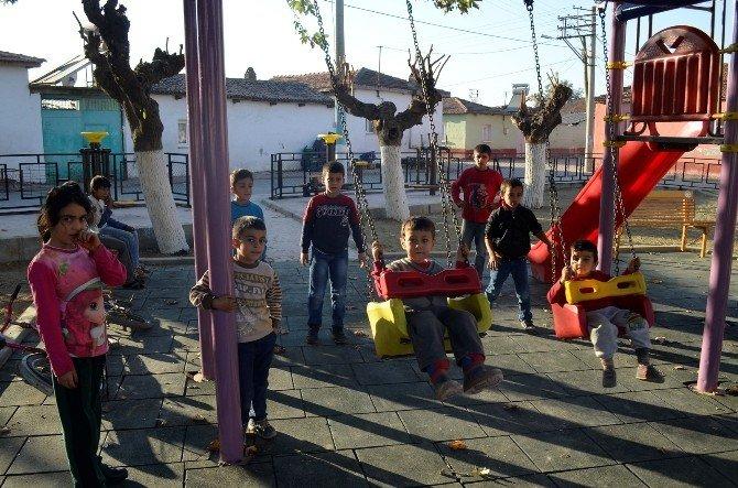 Turgutlu Belediyesi 2015'te Çocukları Sevindirdi