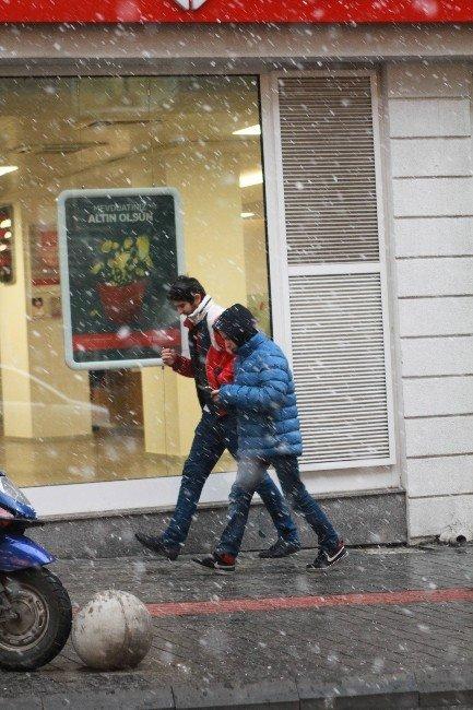 Bursa'da Kar Sevinci