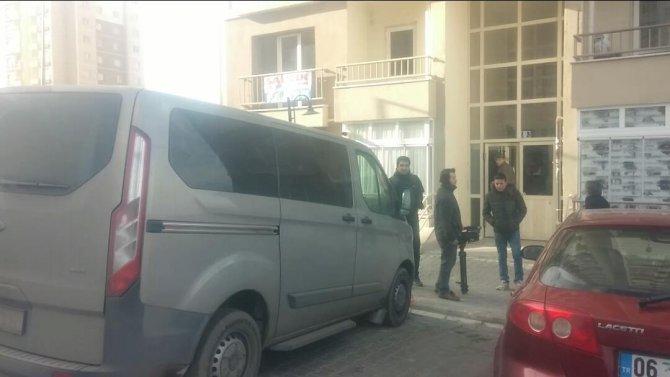 Canlı bombaların yakalandığı TOKİ evinde polis ve jandarma incelemesi