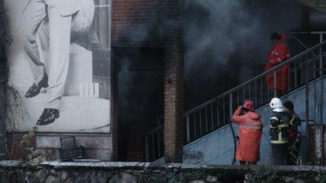 Trafo patladı çıkan yangında 3 işyeri hasar gördü