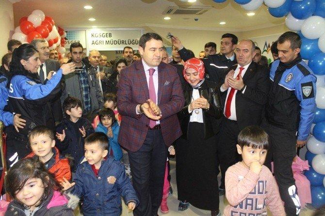 Ağrı'da 'Polis Amca Oyuncak Evi'nin Açılışı Yapıldı