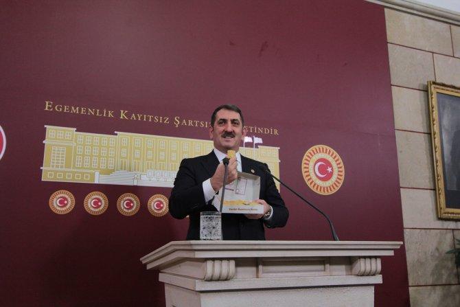 AK Partili Köktaş basın mensuplarına kıvratma ve lokul ikram etti