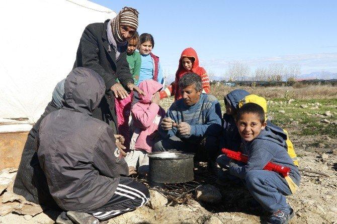 Suriyeli Çocukların Yeni Yıl Hayalleri Okul, Kıyafet Ve Soba