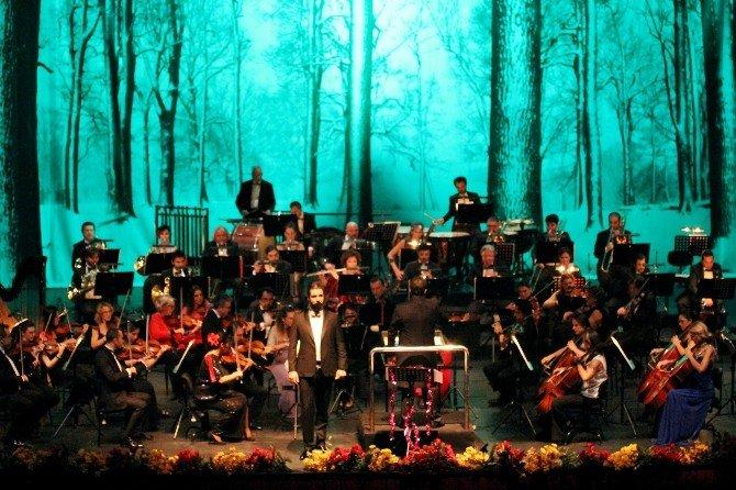 Antdob Yeni Yıl Konseriyle 2015'e Veda Etti