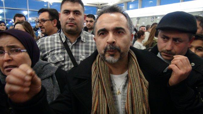 Havalimanında alkışlı ve ıslıklı 'iptal' protestosu