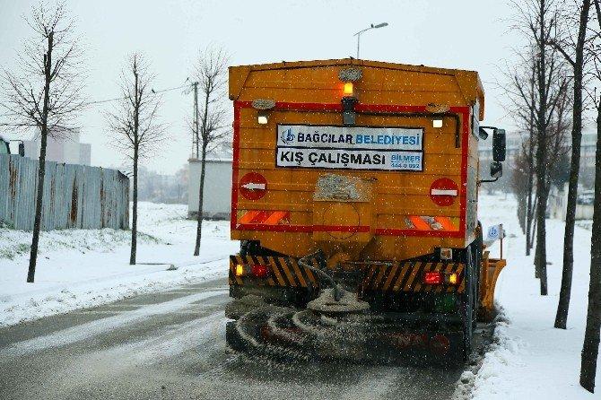 Bağcılar'da 490 Kişi İle 24 Saat Karla Mücadele