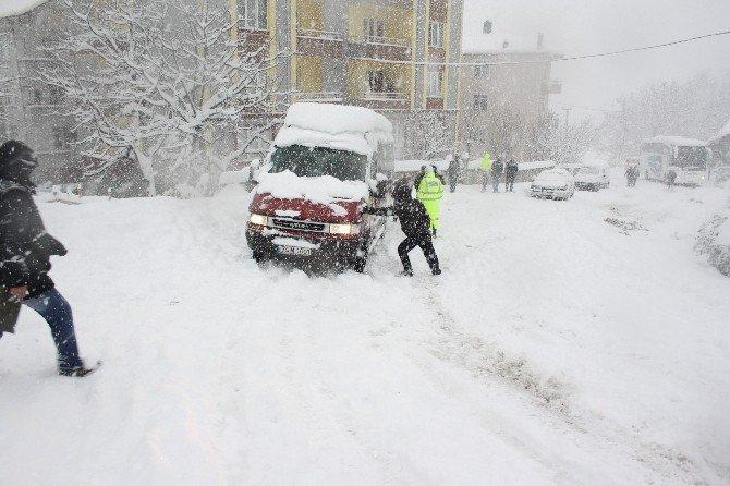 Kar Yağışı Kazalara Neden Oldu