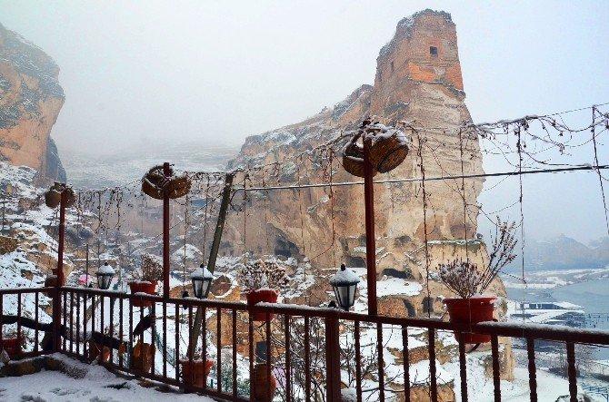 Kar Yağışı Hasankeyf'te Kartpostallık Manzara Oluşturdu