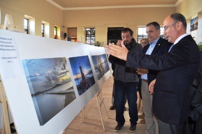 Yardımsever Fotoğraf Sanatçısına Kaymakam Ve Belediye Başkanından Plaket