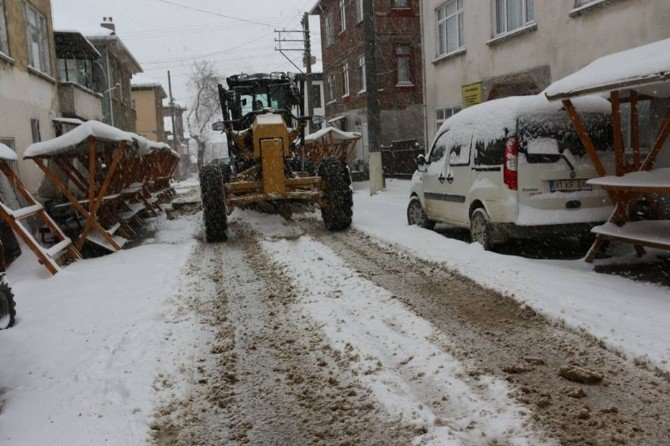 Belediye Kar Temizleme Çalışmalarını Aralıksız Sürdürüyor