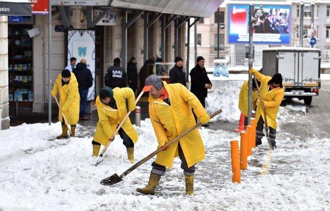 Beyoğlu'nda Karla Mücadele Devam Ediyor