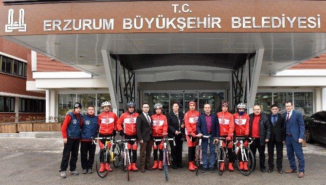 Bisiklet Sporcuları Büyükşehir'i Ziyaret Etti