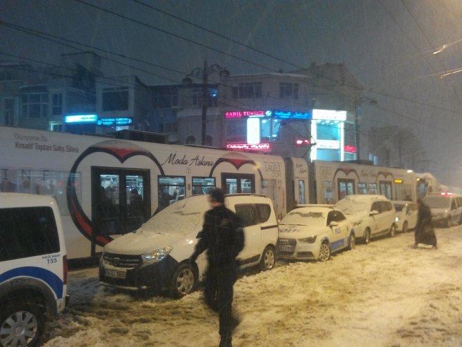 Bomba süsü verilmiş paket tramvay seferlerini aksattı