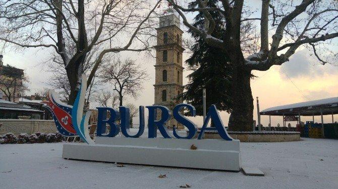Bursa'da Kar Yağışı Etkili Oluyor
