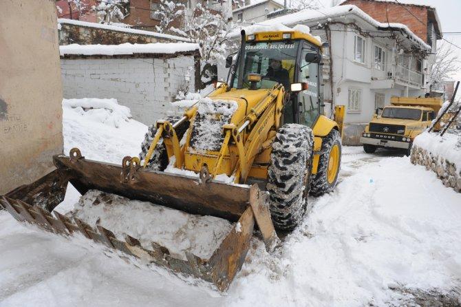 Bursa Osmangazi'de karla mücadele başladı