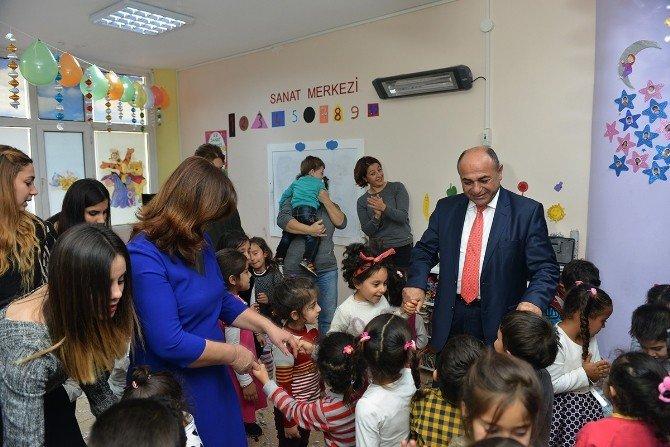 Çiğli Belediyesinden Çocuklara Yılbaşı Eğlencesi