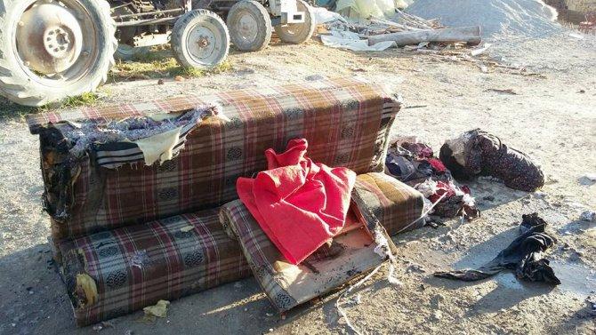 Kibritle oynayan iki çocuk evi yaktı