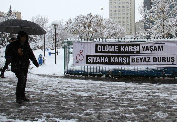 Diyarbakır'a kar yağdı