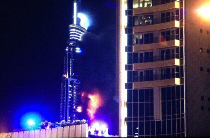 Dubai'deki Otelde Yangın 20'nci Katta Çıktı