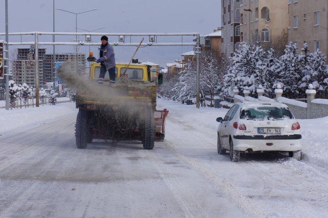 Erzurum'da yüzlerce köy yolu ulaşıma kapandı