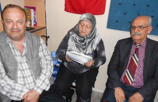 Eskişehirli Şairler Yeni Yılı Şiirler Okuyarak, Türküler Söyleyerek Kutladılar