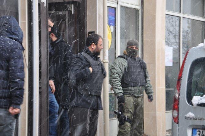 Fatih'teki rehine krizi, kan dökülmeden bitti