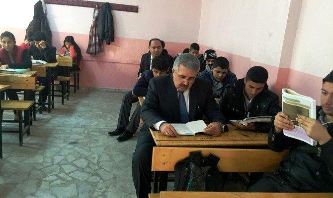 Milli Eğitim Müdürü Gündeş, Öğrencilerle Birlikte Kitap Okudu