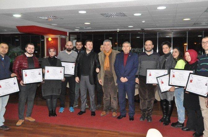 """Sakarya'da """"Pırlanta Uzmanlık"""" Kursuna Katılan Esnaflar Diplomalarını Aldı"""