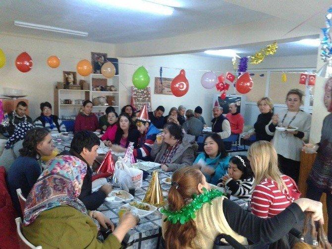 Ayvalıklı Engellilerin Yeni Yıl Coşkusu