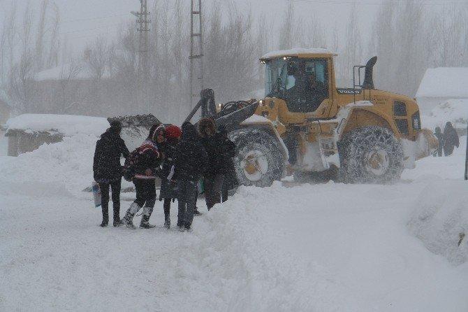 Yüksekova'da Mahsur Kalan 75 Öğrenci Kurtarıldı