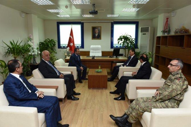 Vali Topaca, İskenderun'a yeni kurulan üniversiteyi ziyaret etti