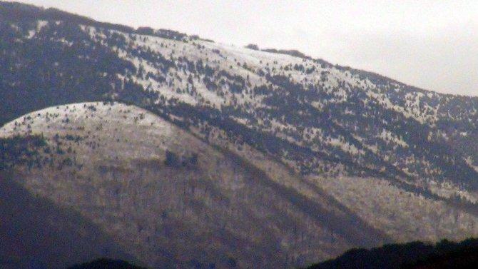 Amanos Dağları'na kar yağdı