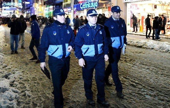 Taksim'de Zabıtadan Tablet Bilgisayarlı Yılbaşı Denetimi