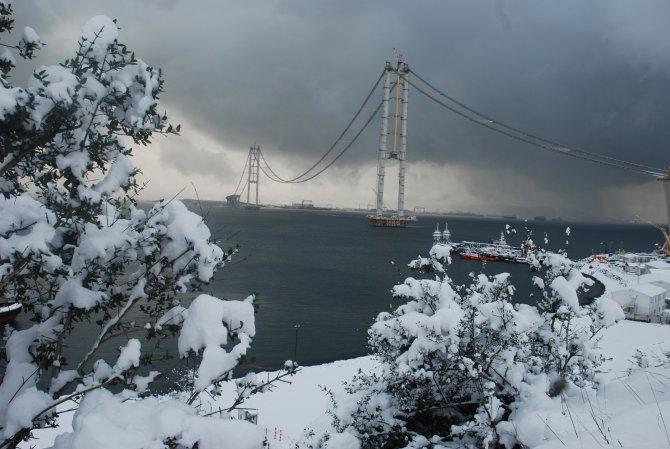 Körfez Geçiş Köprüsü'nde kar manzarası
