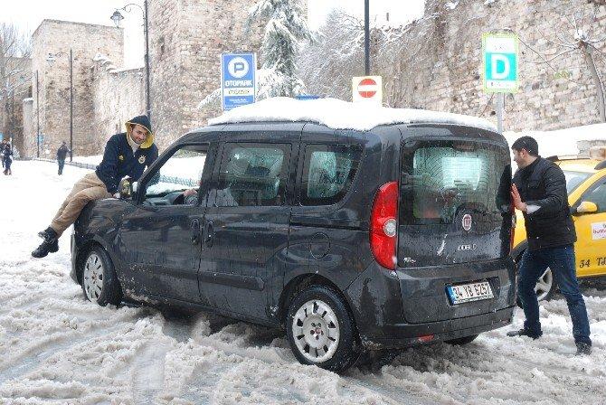 İstanbul'da Sürücülerin Karla İmtihanı